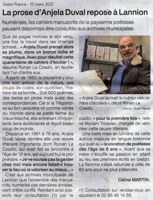 Ronan Le Coadic confie le fonds Anjela Duval aux archives municipales